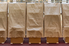 Closed For Business (pni) Tags: shoppingcentre forum covered light brown cloth cardboard helsinki helsingfors finland suomi pekkanikrus skrubu pni fabric