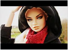 Cinerama (Deejay Bafaroy) Tags: fashion royalty fr integrity toys erin 24k doll puppe barbie portrait porträt cinerama black schwarz red rot outdoors draussen erinsalston