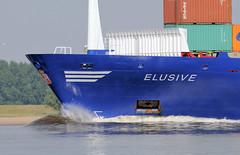 9607 Das Container-Feederschiff ELUSIVE auf der Unterelbe; der 133m lange und 18m breite Frachter ist 1995 bei der J. J. Sietas-Werft in Hamburg vom Stapel gelaufen. (christoph_bellin) Tags: container feederschiff elusive unterelbe frachter sietas werft stapel gelaufenhansestadt hamburg hamburger hafen elbe schiffe fluss seehafen containerhafen schiffsverkehr