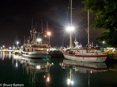 171208 Honolulu-17.jpg (Bruce Batten) Tags: starsconstellations night locations plants trees trips occasions celestialobjects subjects reflections automobiles vehicles boats businessresearchtrips usa hawaii honolulu unitedstates us