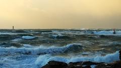 Presqu'île Saint-Laurent, Porspoder (gaelkervarec) Tags: tempete phare four porspoder éclat balise iroise coucher soleil sunset storm brittany bretagne finistere