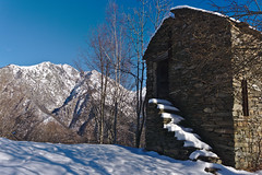 Silent survivor (Marco MCMLXXVI) Tags: valgrande verbania piemonte italy europe mountain montagna ruins abandoned hut stone ruderi outdoor nature wilderness rugged ancient landscape scenery sony ilce6000 a6000 pz1650 mountainpeak cliff hiking backpacking escursionismo winter snow inverno darktable building