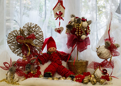 Christmas time (Paolo Dell'Angelo (JourneyToItaly)) Tags: gorizia friuliveneziagiulia italia red christmas gold white regalidinatale
