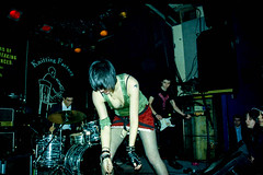 Yeah Yeah Yeahs at Knitting Factory by Edwina Hay (3 of 3) (eatsdirt) Tags: 35mm brianchase bustmagazine bustmagazinebenefit kareno knittingfactory march2002 nickzinner theyeahyeahyeahs yeahyeahyeahs film scan