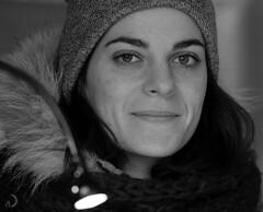Regard ... (bd168) Tags: visagefaceregardgazewintersmilewomanattractiveattrayante portrait blanc et noir hiver femmes jolies sourire xt10 xf90mmf2rlmwr blackandwhite beauty woman winter smile