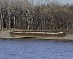 LeftBehind_SAF6082 (sara97) Tags: barge copyright©2017saraannefinke grounded lowwater mississippiriver missouri outdoors photobysaraannefinke saintlouis leftbehind