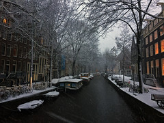 Raamgracht december 2017, Amsterdam (rob.brink) Tags: snow winter amsterdam nederland netherlands holland mokum ice white canal boat water gracht houseboat woonboot golden century
