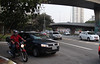 Vantagem das motocicletas colocam em risco os motoristas (fotojornalismoespm) Tags: motorista moto correr sãopaulo perigo andar carro motoqueiro velocidade acidente