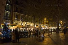 Plaza de la Independencia (Madrid) (Víctor M. Sastre) Tags: iluminación navidad gente people luces madrid spain españa calles street plazas squares urbano urban ciudad city noche