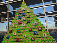 Soda Christmas Tree (earthdog) Tags: 2017 androidapp googlepixel pixel cameraphone moblog soda tree christmastree christmas walmart store shopping walmartneighborhoodmarket market grocerystore package decoration
