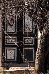 #Behind_doors #old_house #tree #photo_art #photographyoftheday #photooftheday (salam.jana) Tags: behinddoors oldhouse tree photoart photographyoftheday photooftheday