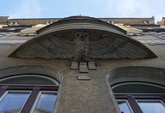 House in Prague 7 (sandra_may) Tags: prag praha prague czechrepublic tschechien eule owl house haus windows fenster
