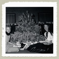 "Vintage Christmas (Vintage Cars & People) Tags: vintage classic black white ""blackwhite"" sw photo foto photography christmas weihnachten noël kerstdagen kerstmis navidad natal fashion 1950s fifties christmastree interior livingroom sittingroom drawingroom parlor presents gifts unwrapping plate christmascards midcentury"