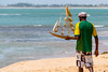 Vendedor | Praia do Forte | Bahia | Brasil (Leandro Rinco) Tags: brazil brasil praiadoforte bahia beach praia mar ocean sol tartaruga projetotamar sun