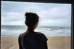 (michel nguie) Tags: michelnguie bythesea film analog isha sea waves beach koksijde belgium back portrait window shadow coxyde