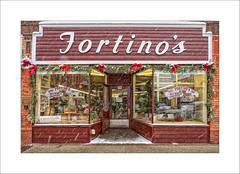 Fortinos of Grand Haven (DJ Wolfman) Tags: fortinos grandhavenmi michigan michiganfavorites westmichigan stores food red signs olympus olympusomd em1markii zuiko zd 12100mmf4zuiko micro43