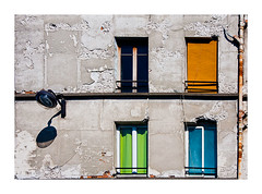 le vieil immeuble (Marie Hacene) Tags: montreuil architecture ancien volets immeuble lampadaire couleurs