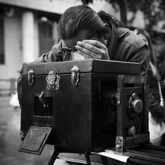 Juan Manuel, el fotógrafo en la calle (RoryO'Bryen) Tags: r roryobryen rolleiflex tautology fotografíacallejera fotógrafo juanmanuel bogotá street streetphotography 120mm ilfordfp4 colombia colombie copyrightroryobryen