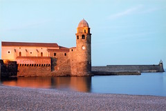 COLLIOURE NOTRE DAME DES ANGES CHURCH PIER AND LIGHTHOUSE (patrick555666751 THANKS FOR 4 000 000 VIEWS) Tags: collioure notre dame des anges church pier and lighthouse cotlliure chiesa eglise iglesia igreja our lady of angels ourladyofangels jetee phare faro france europe europa paisos catalans pays catalan catalogne catalunya pyrenees orientales mediterranee mediterraneo mediterranean colliourenotredamedesangeschurchpierandlighthouse roussillon rossello reflet reflection catalonia cote vermeille patrick roger patrickroger