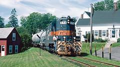 573_08_27 (8)_crop_clean (railfanbear1) Tags: mec dh guilford gp7