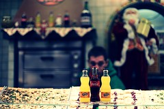 "Fanta Coke Fanta  -  ""Dreier"" zum 3.Advent (StellaMarisHH) Tags: europa deutschland hamburg hamburgerdom dom jahrmarkt rummelplatz rummel volksfest fanta coke weihnachtsmann winter canon canoneos5dmkiv eos5dmkiv 5dmkii 50mm 5014 14 offenblende lightroom photoscape"