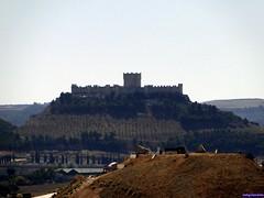 Castillo de Peñafiel (santiagolopezpastor) Tags: medieval middleages espagne españa spain castilla castillayleón valladolid provinciadevalladolid castillo castle chateaux