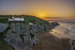 Colores al caer la tarde. (jetepe72) Tags: anochecer san telmo zumaia zumaya pais vasco cantabrico paisaje mar sol campo verde colores