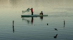 Früh am Morgen (krieger_horst) Tags: guatemala boot fischer netz vögel wasser see lago peten itzá