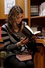 IMGP6742_DxO (heraldofstagnation) Tags: pentax k3ii sigma hsm art 1835 mm f18 portrait book store books reading