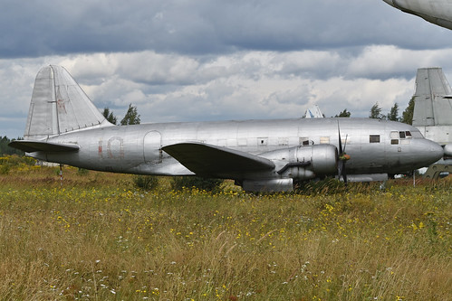 Ilyushin Il-12T '10 red'