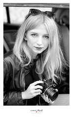 Agnes (marcdro) Tags: leica m7 ilford hp5 400 250 carl zeiss sonnar 50mmf15 lacotedazure nice people portrait girl woman r62