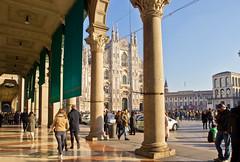 Piazza del Duomo (schreibtnix on'n off) Tags: reisen travelling italien italy mailand milan dom cathedral domplatz piazzadelduomo menschen people olympuse5 schreibtnix