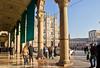 Piazza del Duomo (schreibtnix on 'n off) Tags: reisen travelling italien italy mailand milan dom cathedral domplatz piazzadelduomo menschen people olympuse5 schreibtnix