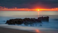 Rochas na névoa de água (AMUMOT) Tags: langzeitbelichtung wasser portugal costavicentina alentejo portocovo gischt wellen nebel dunst sunset