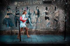 Dirigeons-nous vers cette nouvelle année avec le sourire ❤ (elizzzzza67) Tags: 18200 2016 canon70d femme graffitis paris streetart streetphotography
