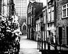 (Nico_1962) Tags: gouda street straat building urban stad huizen leica rangefinder meetzoeker planar zeiss leicam manualfocus nederland zwartwit bw blackandwhite thenetherlands