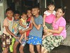 children (the foreign photographer - ฝรั่งถ่) Tags: six children one mother khlong thanon portraits bangkhen bangkok thailand canon kiss