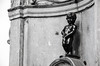 Manneken Pis (F719D) Tags: mannekenpis brussels bruselas belgium belgique bélgica statue bronze littlemanpee dutch landmark sculpture naked boy urinating fountain basin hiëronymus duquesnoy blackandwhite blancoynegro black white water pee bw