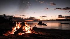 Momentos 2017 (pacatatu) Tags: fire fogo fogueira mar sea raia brach sunset por do sol