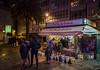 El Kiosco... (Leo ☮) Tags: kiosko kiosk quiosco gente prensa press revistas journals magazine calle street urbana diciembre december luz light noche nocturna night shot acoruña galicia