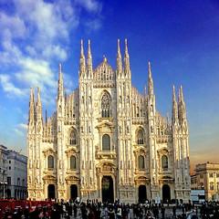 Milano, il Duomo (pom.angers) Tags: panasonicdmctz30 november 2017 duomo milan milano lombardia italia italy duomodimilano church religion europeanunion piazzaduomo 100 200 300 400 blue 500 5000 600