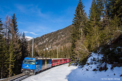 Living the moment (VTZK) Tags: churfilisurstmoritz ge443 rhb trein business train railscape railscapes passenger transport transportation rail railroad sustainable zug bahn mobility photo image spoorweg chemindefer spoorlijn eisenbahn rhätische winter snow mountains alps