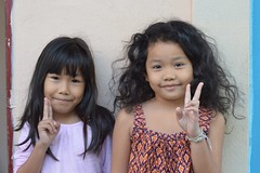 pretty girls sending you peace (the foreign photographer - ฝรั่งถ่) Tags: two pretty preteen girls peace signs khlong thanon portraits bangkhen bangkok thailand nikon d3200