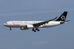 A330-2.N280AV-1 (Airliners) Tags: avianca aviancacolombia 330 a330 a3302 a330200 airbus airbus330 airbusa330 airbusa330200 staralliance speciallivery specialcs mia n280av 11418
