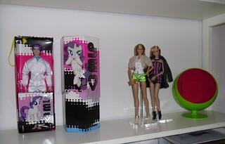 Pop color shelf