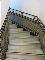 Escalera (Sur mon chemin, j'ai rencontré...) Tags: séville andalousie espagne torredeloro tourdelor tour escalera escalier marbre azulejos elarenal