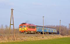 """H_418.316 by Lukáš Matura - """"Trubka"""" 418.316 s vlakem 9216 opouští zastávku Szerecseny dne 15.2.2018."""