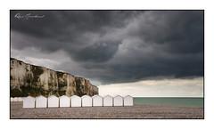 La plage de galets (Rémi Marchand) Tags: galets letréport seinemaritime plage cabanesdeplage manche cabanes falaise hautenormandie falaisedecraie canon7d france