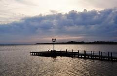 um lugar para recordar... (Ruby Augusto) Tags: píer pier graça heron banco bench lamps beach praia clouds nuvens