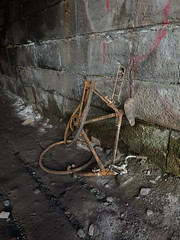 Study In Rust (Glass Horse 2017) Tags: stilllife mangled cycle bicycle bike decay rust studyinrust derelict archway tunnel undervictoriabridge teesside stocktonontees rivertees